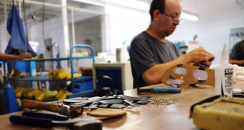 vegane schuhherstellung bei ahimsa – Schuhproduktion